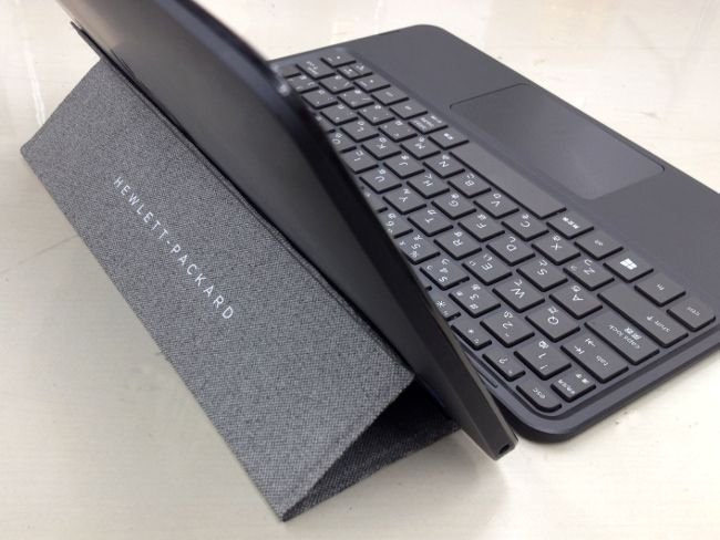 HP Pavilion x2 10-j000 ディスプレイ角度1