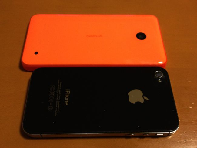 Lumia 636 iPhone4Sとの比較