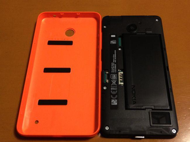 Lumia 636 カバーを開けたところ