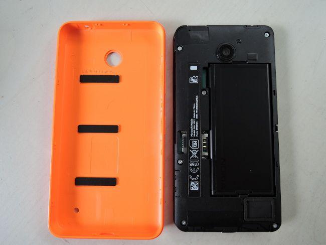 Lumia 636 カバーを外したところ