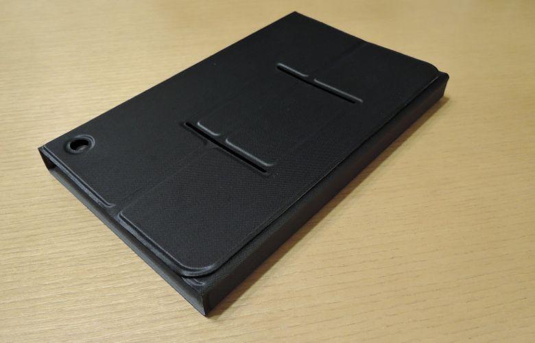 本体とキーボードを一緒に包むケース