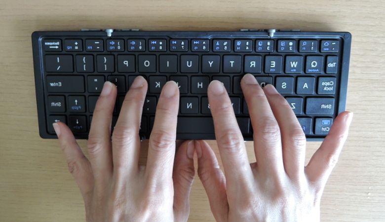 EC Technology 折りたたみキーボード 打鍵風景