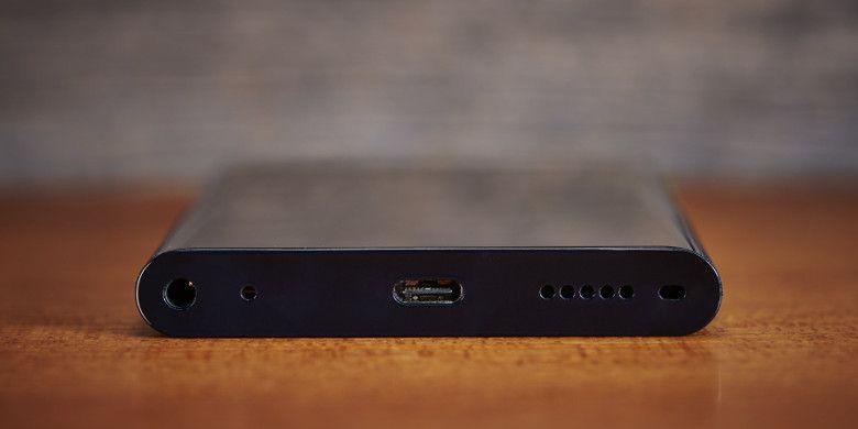 NuAns NEO USB Type-Cを採用