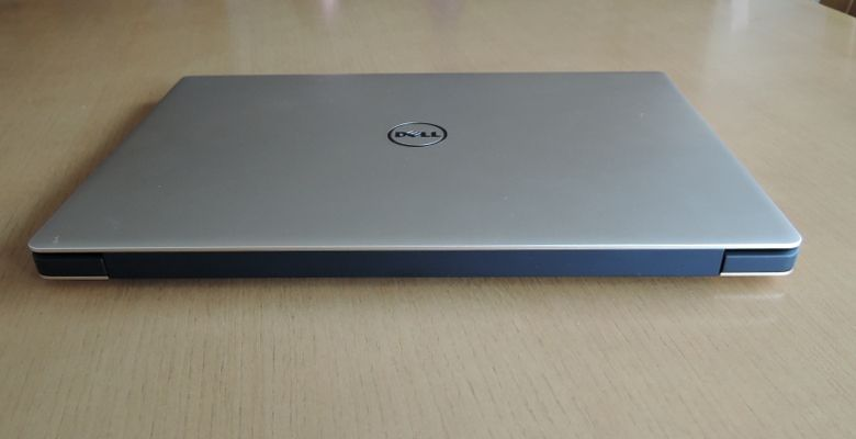 DELL XPS 13 右側 背面