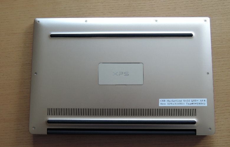 DELL XPS 13 底面