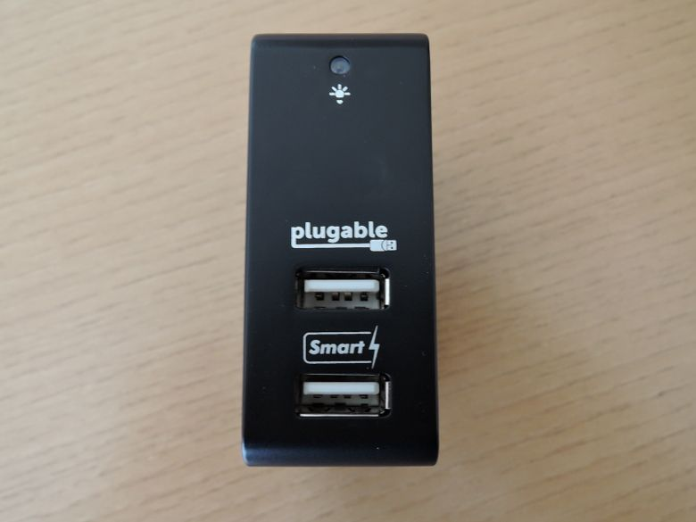 Plugable 2 ポート・スマート・トラベル USB 充電器 正面