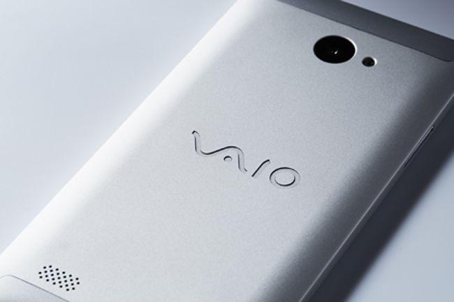 VAIO Phone Biz 背面アップ