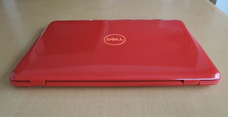 DELL Inspiron 11 3000 背面