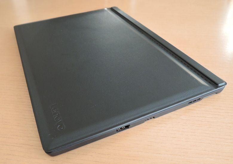 Lenovo ideapad Miix 700 カバーを閉じたところ