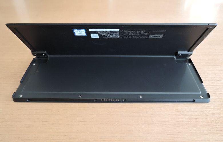 Lenovo ideapad Miix 700 底面