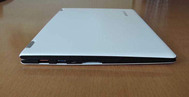 Lenovo YOGA 700 左側面