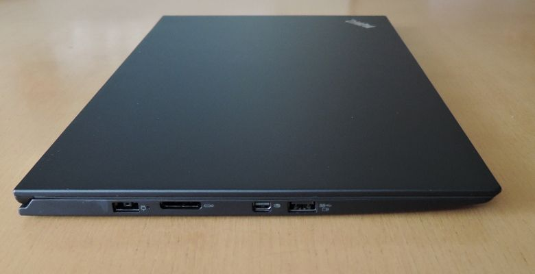 ThinkPad X1 Carbon 左側面