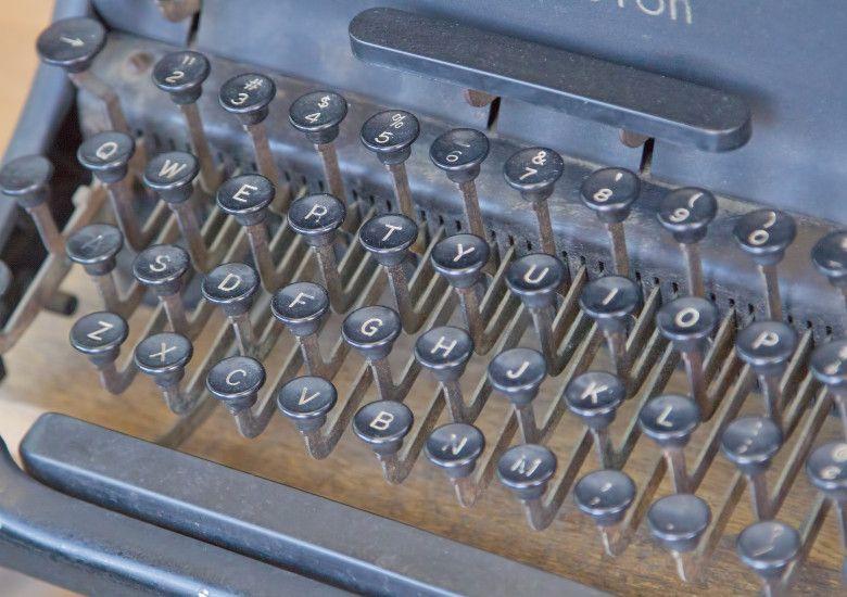 タイプライターのキーボード