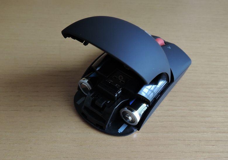 Lenovo ワイヤレスレーザーマウス 電池をセット