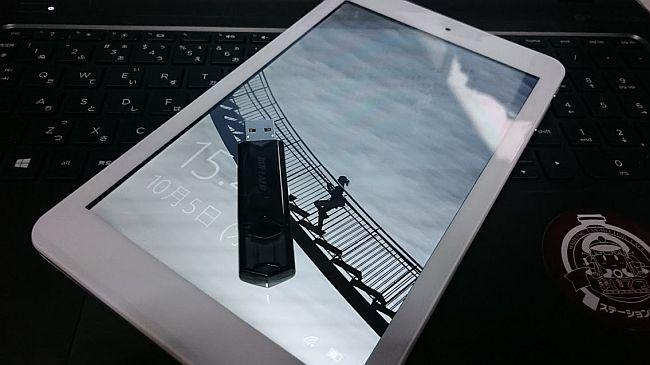 Cube iWork 8 AirとUSBメモリー