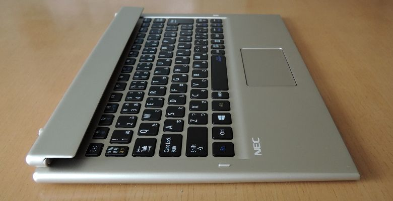 NEC LAVIE Direct HZ(D) キーボード左側面