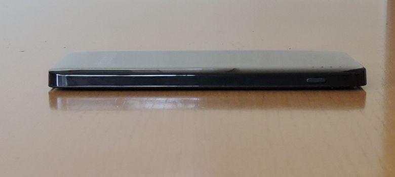 dodocool 極薄 5000mAh モバイルバッテリー 左側面