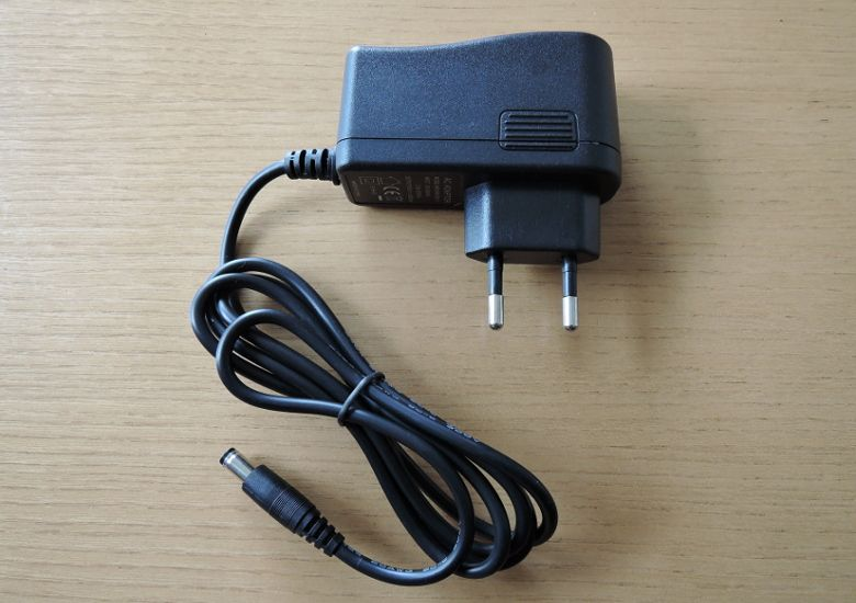 K8 MiniPC プラグ形状