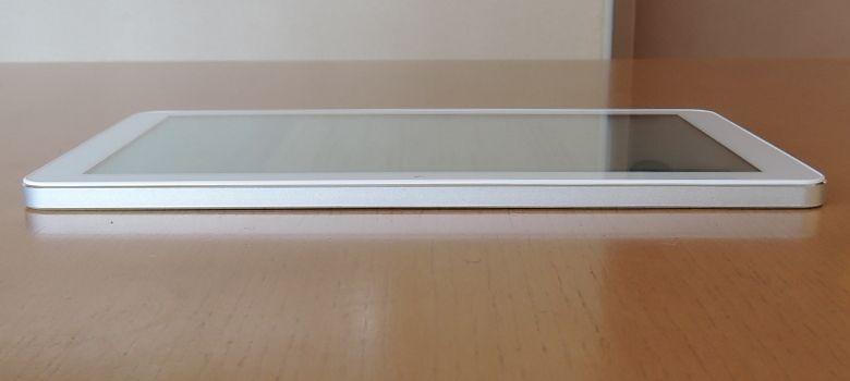 TJC Metal Tablet 10 左側面