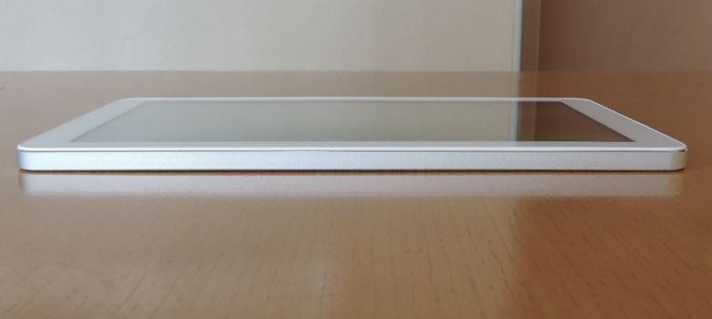TJC Metal Tablet 10 右側面