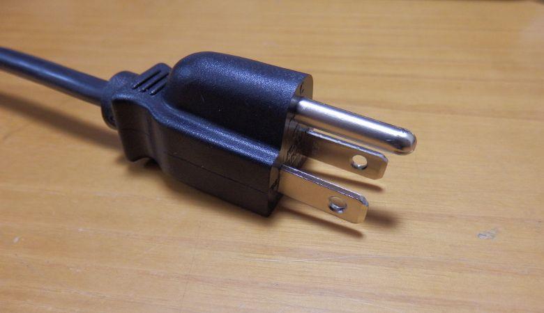 MINIX NEO Z83-4 プラグ