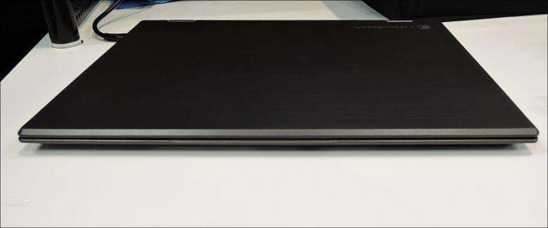 東芝 dynabook Vシリーズ 前面