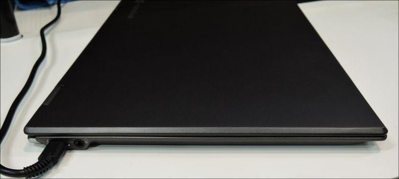 東芝 dynabook Vシリーズ 左側面