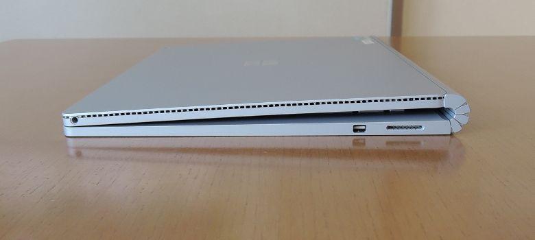 Microsoft SurfaceBook 右側面