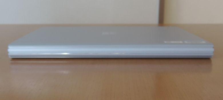 Microsoft SurfaceBook 背面
