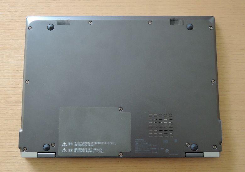 東芝 dynabook VZ72/B 底面