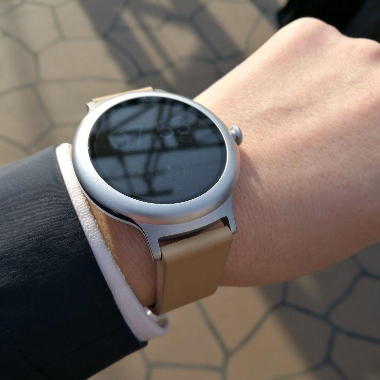LG Watch Style スーツに合わせる