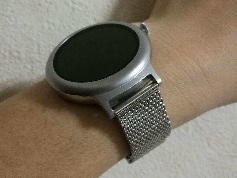 LG Watch Style 腕にミラネーゼ