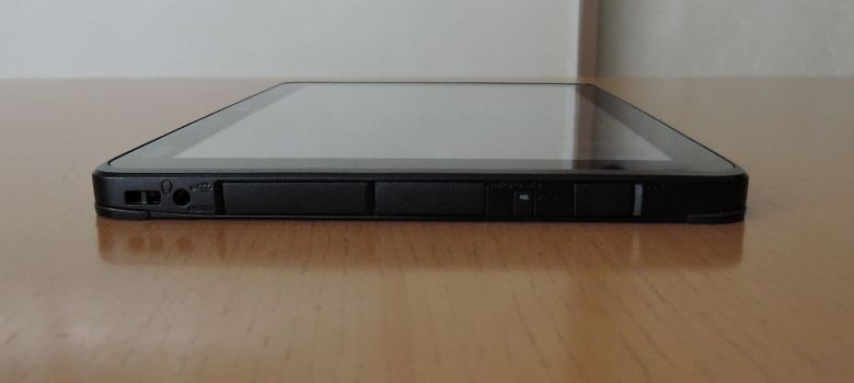 Fujitsu Arrows Tab WQ2/B1 左側面