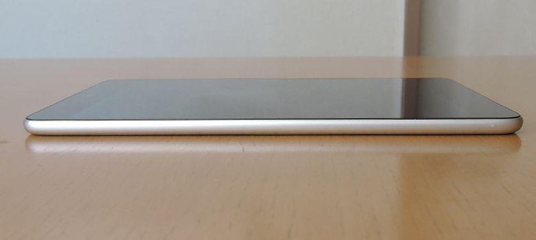 Xiaomi Mi Pad 3 左側面