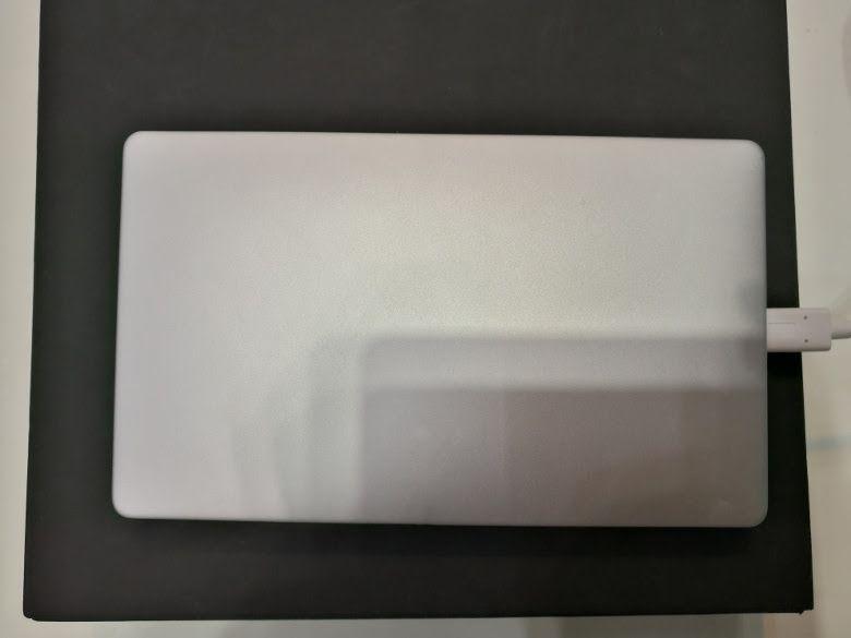 GPD Pocket 実機を確認 天板