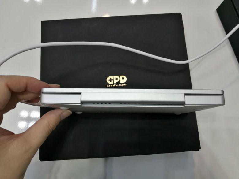 GPD Pocket 実機を確認 背面