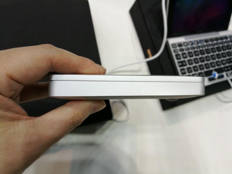 GPD Pocket 実機を確認 左側面