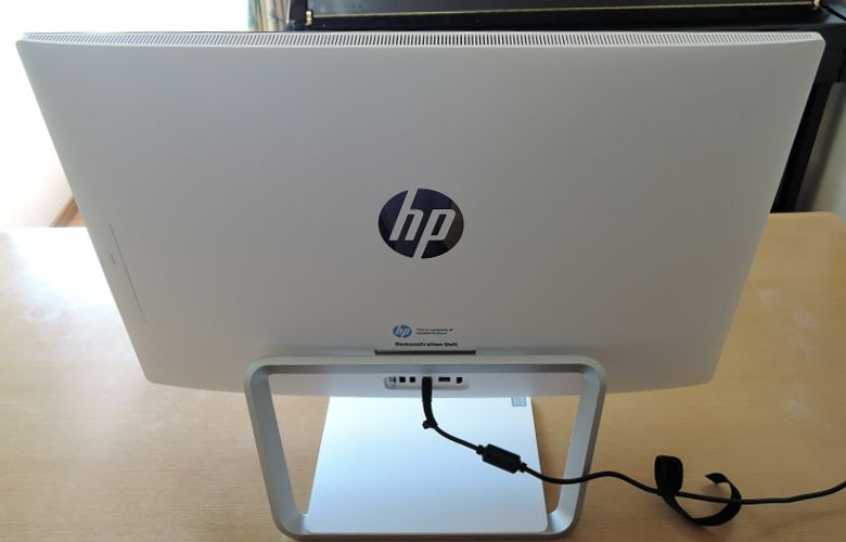 HP Pavilion 27-a200jp 背面