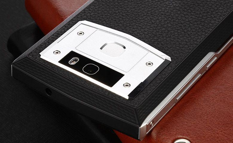 OUKITEL K10000 Pro カメラと指紋センサー