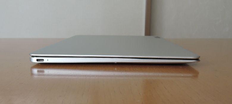 T-bao Tbook Air 左側面