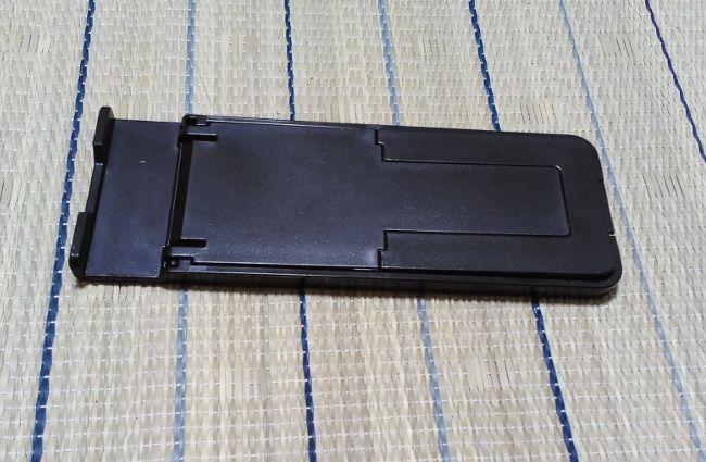 100円ショップの平形タブレットスタンド