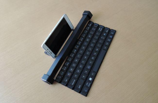 上海問屋 スピーカーごとクルクル巻けるキーボード