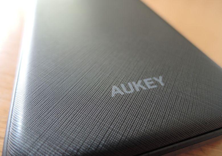 AUKEY モバイルバッテリー PB-N50 表面アップ