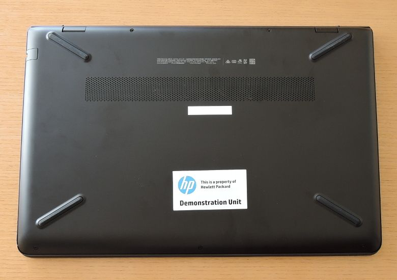 HP Pavilion Power 15 底面