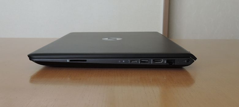 HP Pavilion Power 15 右側面