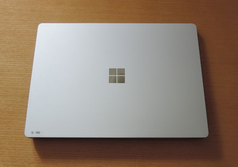Microsoft Surface Laptop 天板