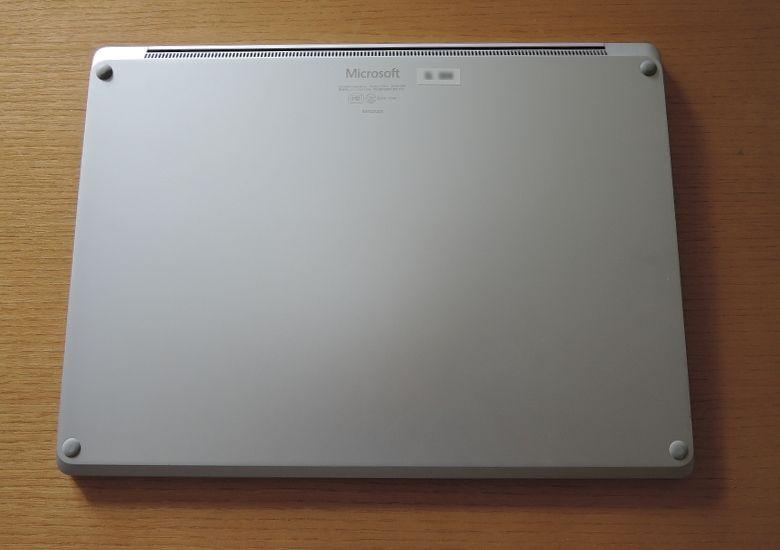 Microsoft Surface Laptop 底面