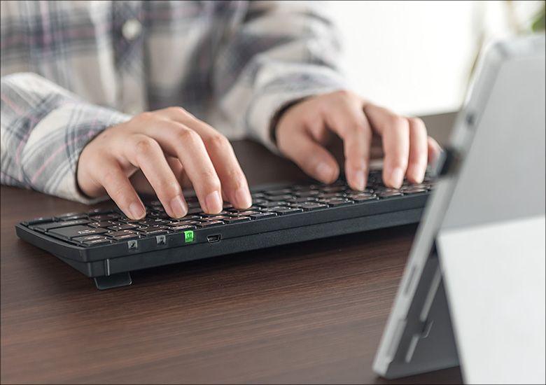 サンワサプライ 充電式ワイヤレスキーボード 400-SKB055 利用イメージ