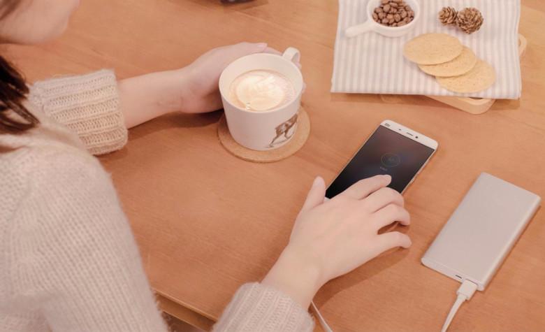Xiaomi モバイルバッテリー