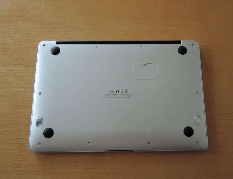EZBook 3 SE 背面